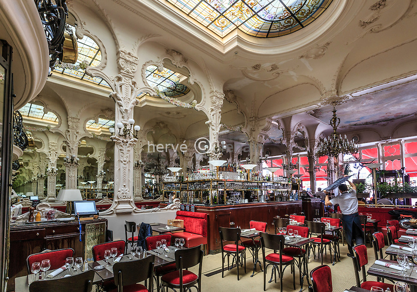 France, Allier (03), Moulins, le Grand Café // France, Allier, Moulins, the Grand Cafe