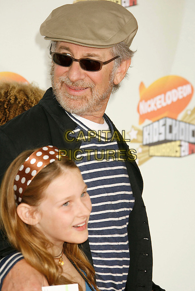 STEVEN SPEILBERG & DAUGHTER.20th Annual Nickelodeon Kids' Choice Awards held at UCLA's Pauley Pavilion, Westwood, California, USA,.31 March 2007..half length cap hat sunglasses dad father famiy child stephen.CAP/ADM/RE.©Russ Elliot/AdMedia/Capital Pictures.