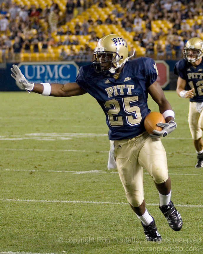01 September 2007:Pittsburgh running back LeSean McCoy (25)..The Pitt Panthers defeated the Eastern Michigan Eagles 27-3 at Heinz Field, Pittsburgh, Pennsylvania.