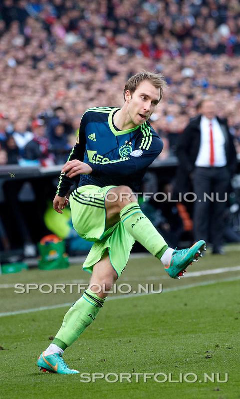 Nederland, Rotterdam, 28 oktober  2012.Eredivisie.Seizoen 2012-2013.Feyenoord-Ajax 2-2.Christian Eriksen van Ajax in actie met de bal