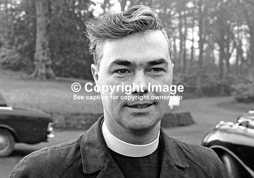 Rev Martin Smyth, Belfast, N Ireland, UK, minister, Presbyterian Church in Ireland, Grand Master, Belfast District Orange Lodge. 197103000128.<br />