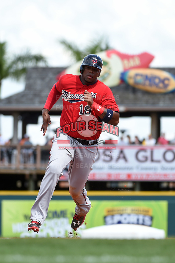 Minnesota Twins first baseman Kennys Vargas (19) during a Spring Training game against the Pittsburgh Pirates on March 13, 2015 at McKechnie Field in Bradenton, Florida.  Minnesota defeated Pittsburgh 8-3.  (Mike Janes/Four Seam Images)