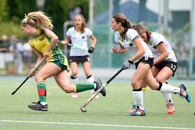 GER - Mannheim, Germany, May 24: During the U16 Girls match between Australia (green) and Germany (white) during the international witsun tournament on May 24, 2015 at Mannheimer HC in Mannheim, Germany. Final score 0-6 (0-3). (Photo by Dirk Markgraf / www.265-images.com) *** Local caption *** Sonja Zimmermann #13 of Germany, Alice Arnott #6 of Australia, Nika Boenisch #9 of Germany