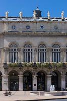 France, Aquitaine, Pyrénées-Atlantiques, Pays Basque, Bayonne: Hôtel de Ville, place de la Liberté, sa façade est ornée de six statues allégoriques symbolisant les activités artistiues et économiques  de la ville // France, Pyrenees Atlantiques, Basque Country, Bayonne: the City hall