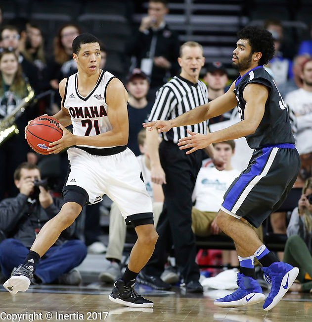 SIOUX FALLS, SD: MARCH 5: Zach Jackson #21 of Omaha looks past IPFW defender Kason Harrell #32 during the Summit League Basketball Championship on March 5, 2017 at the Denny Sanford Premier Center in Sioux Falls, SD. (Photo by Dick Carlson/Inertia)