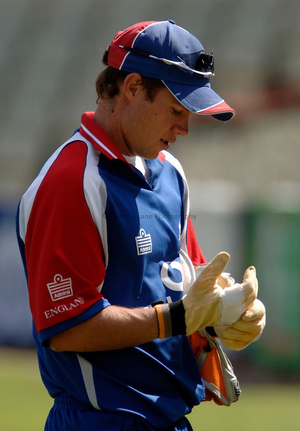Photo: Glyn Thomas..England training. nPower Test Match Series, The Ashes 2nd Test..03/08/2005..England's wicket keeper Geraint Jones in training.