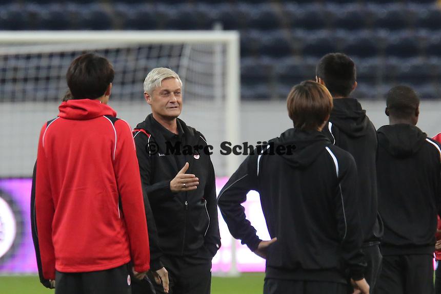 Trainer Armin Veh (Eintracht) - Training zur Begegnung der Europa League Eintracht Frankfurt vs. Girondins Bordeaux