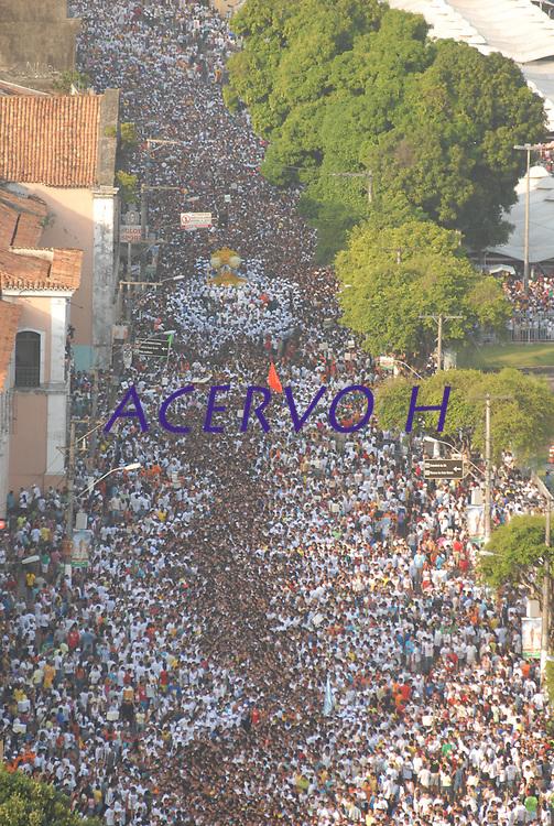 A imagem de Nossa Senhora de Nazar&eacute; &eacute; trazida dentro de um andor diante milhares de fi&eacute;is na avenida presidente Vargas, uma das principais de Bel&eacute;m , durante a maior prociss&atilde;o religiosa do pa&iacute;s, que este ano conforme estimativas foi acompanhada por mais de 1,5 milh&atilde;o de fi&eacute;is.<br /> 12/10/2008<br /> Bel&eacute;m, Par&aacute;, Brasil.<br /> Foto Paulo Santo