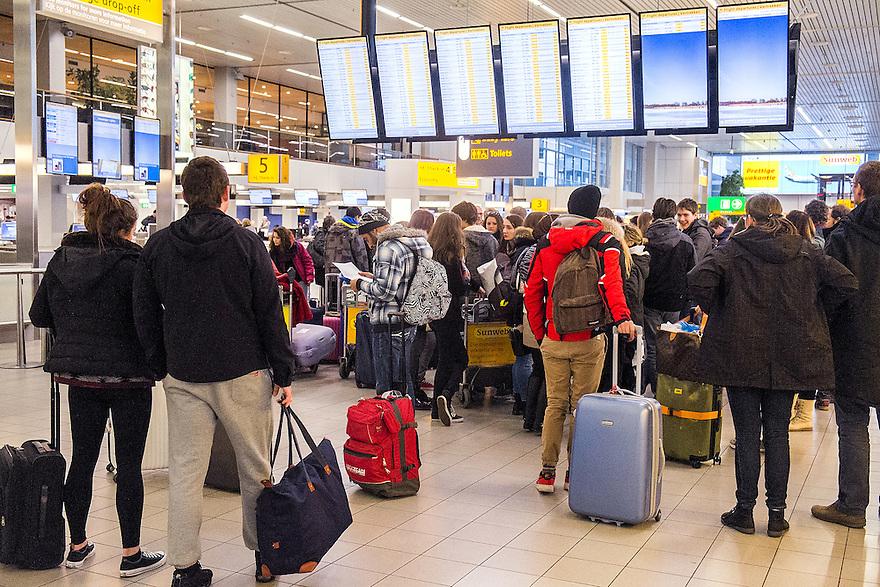 Nederland, Schiphol, 9 febr 2014<br /> Drukte op luchthaven Schiphol.<br /> <br /> Foto: Michiel Wijnbergh