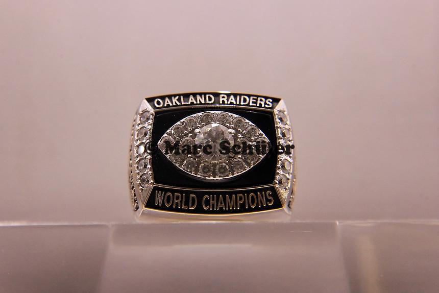 Super Bowl Ringe der einzelnen Siegerteams: XI Oakland Raiders - 1976