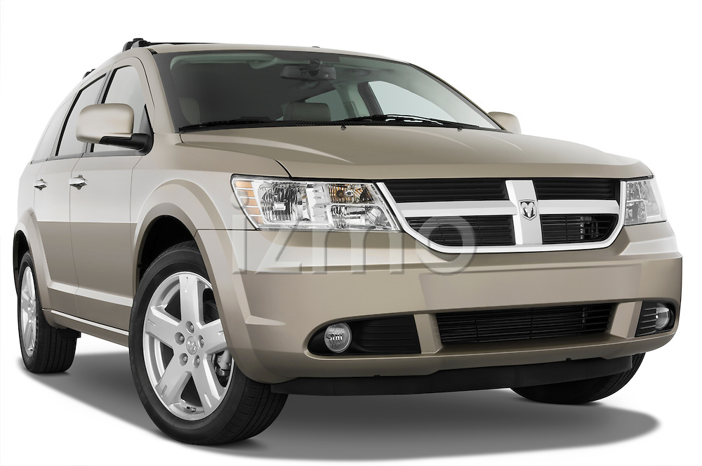 Low aggressive passenger side front three quarter view of a 2009 Dodge journey rt