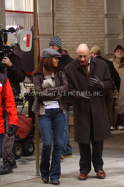 WWW.ACEPIXS.COM . . . . . ....January 25 2006, New York City....Halle Berry on the Upper West Side of Manhattan where she is filming 'Perfect Stranger' with Bruce Willis.....Please byline: KRISTIN CALLAHAN - ACEPIXS.COM.. . . . . . ..Ace Pictures, Inc:  ..Philip Vaughan (212) 243-8787 or (646) 769 0430..e-mail: info@acepixs.com..web: http://www.acepixs.com