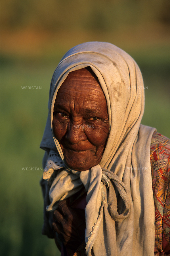 2005..Portrait of an old Nubian woman...Portrait d'une vieille Nubienne.