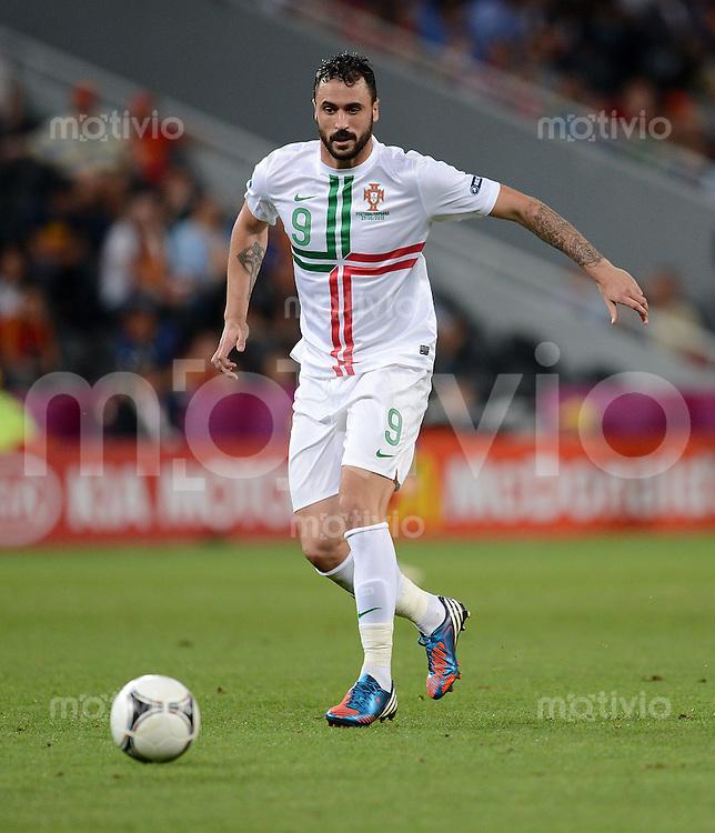 FUSSBALL  EUROPAMEISTERSCHAFT 2012   HALBFINALE Portugal - Spanien                  27.06.2012 Hugo Almeida (Portugal) Einzelaktion am Ball