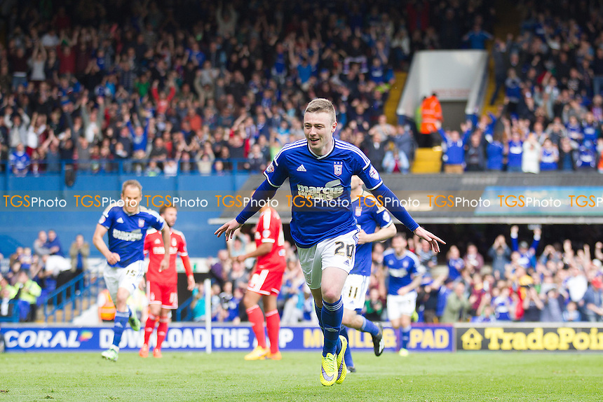 Freddie Sears, Ipswich Town wheels away to celebrate his goal and Ipswich second - Ipswich Town vs Nottingham Forest - Sky Bet Championship Football at Portman Road, Ipswich, Suffolk - 25/04/15 - MANDATORY CREDIT: Ray Lawrence/TGSPHOTO - Self billing applies where appropriate - contact@tgsphoto.co.uk - NO UNPAID USE