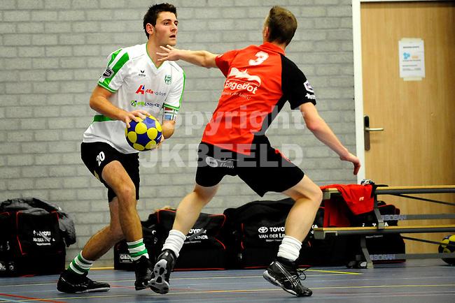 GRONINGEN - Korfbal, Alfa College, NIC - DOS 46 ,korfbal league,  seizoen 2011-2012, 30-11-2011, DOS speler Sjors keij (r) met links NIC speler Friso Boode.