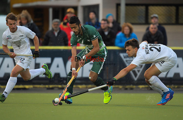 Dominic Newman tries to tackle Ammad Shakeel Butt during the international men's hockey match between the NZ Black Sticks and Pakistan at National Hockey Stadium in Wellington, New Zealand on Monday, 20 March 2017. Photo: Dave Lintott / lintottphoto.co.nz