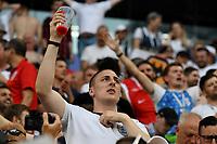 SAMARA - RUSIA, 07-07-2018: Hinchas de Inglaterra animan a su equipo durante partido de cuartos de final entre Suecia y Inglaterra por la Copa Mundial de la FIFA Rusia 2018 jugado en el estadio Samara Arena en Samara, Rusia. / Fans of England cheer for their team during the match between Sweden and England of quarter final for the FIFA World Cup Russia 2018 played at Samara Arena stadium in Samara, Russia. Photo: VizzorImage / Julian Medina / Cont