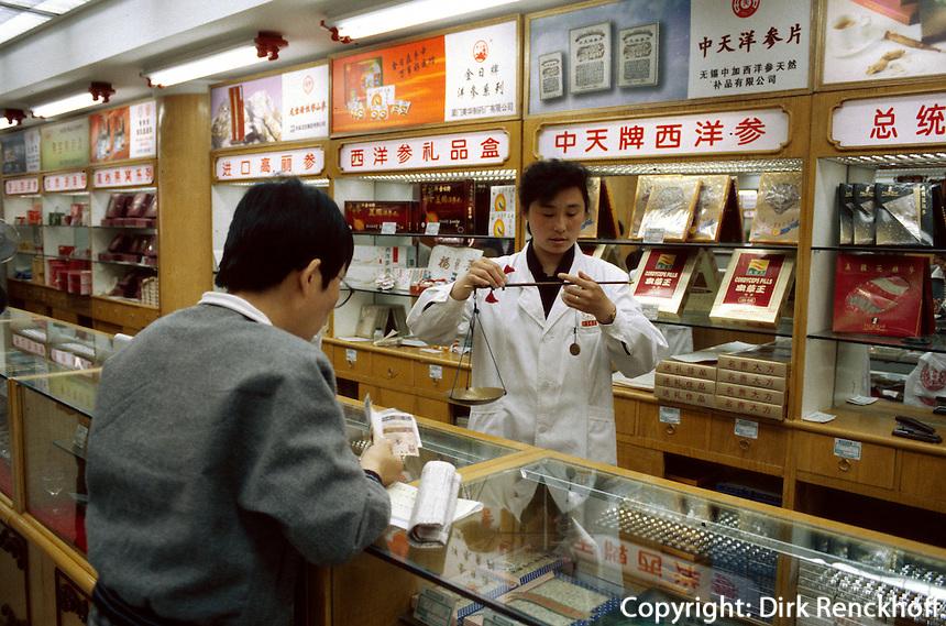 China, Peking, Apotheke Tong Ren Tang auf der Dazhalan