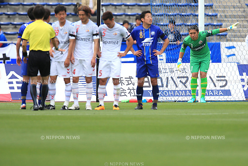 Takuo Okubo (V Varen), APRIL 23, 2016 - Football /Soccer : 2016 J2 League match between FC Machida Zelvia 1-0 V.Varen Nagasaki at Machida Stadium, Tokyo, Japan.  (Photo by AFLO SPORT)