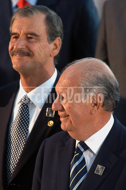 Presidents of Chile, Ricardo Lagos, front, and Mexico, Vicente Fox, smile during the official portrait of the IV America's Summit in Mar del Plata, Argentina, November 4, 2005..Photographer Diego Giudice/Bloomberg News