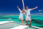 Figurants sur un catamaran autour de l'île aux Goélands au large de Nouméa, lagon de Nouvelle-Calédonie