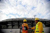 RIO DE JANEIRO RJ 27 DE MAIO 2013 As obras continuam no entorno do estádio do Maracanã, no Rio de Janeiro, nesta segunda- feira (27). O estádio, que deve ser o palco da final da Copa das Confederações 2013 e da Copa do Mundo de 2014, recebe o amistoso entre Brasil e Inglaterra no próximo domingo..Foto: Ingrid Cristina / Brazil Photo Press.