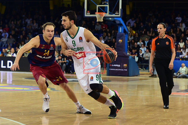 Turkish Airlines Euroleague 2016/2017.<br /> Regular Season - Round 6.<br /> FC Barcelona Lassa vs Zalgiris Kaunas: 92-86.<br /> Brad Oleson vs Leo Westermann.