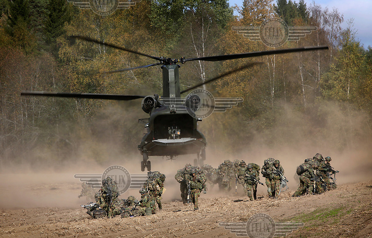 A  Dutch chinook helicopter deploy air mobile troops during NATO exercise Noble Ledger in Norway. The NATO Response Force (NRF) is a multinational force made up of land, air, maritime and Special Operations Forces components. The exercise includes around 6500 soldiers from the USA, Germany, Netherlands, Denmark, Belgium and Norway. Photo: Fredrik Naumann/Panos Pictures