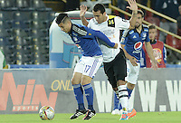 BOGOTA - COLOMBIA -15 -04-2015: Omar Vasquez (Izq) jugador de Millonarios disputa el balón con Juan Pablo Nieto (Der) jugador de Alianza Petrolera durante partido por la fecha 15 de la Liga Águila I 2015 jugado en el estadio Nemesio Camacho El Campín de la ciudad de Bogotá./ Omar Vasquez (L) player of Millonarios fights for the ball with Juan Pablo Nieto (R) player of Alianza Petrolera during the match for the 15th date of the Aguila League I 2015 played at Nemesio Camacho El Campin stadium in Bogotá city. Photo: VizzorImage / Gabriel Aponte / Staff.