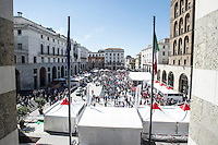 MILLE MIGLIA HYSTORICAL CAR RACE 2014 IN THE PICTURE PIAZZA VITTORIA<br />