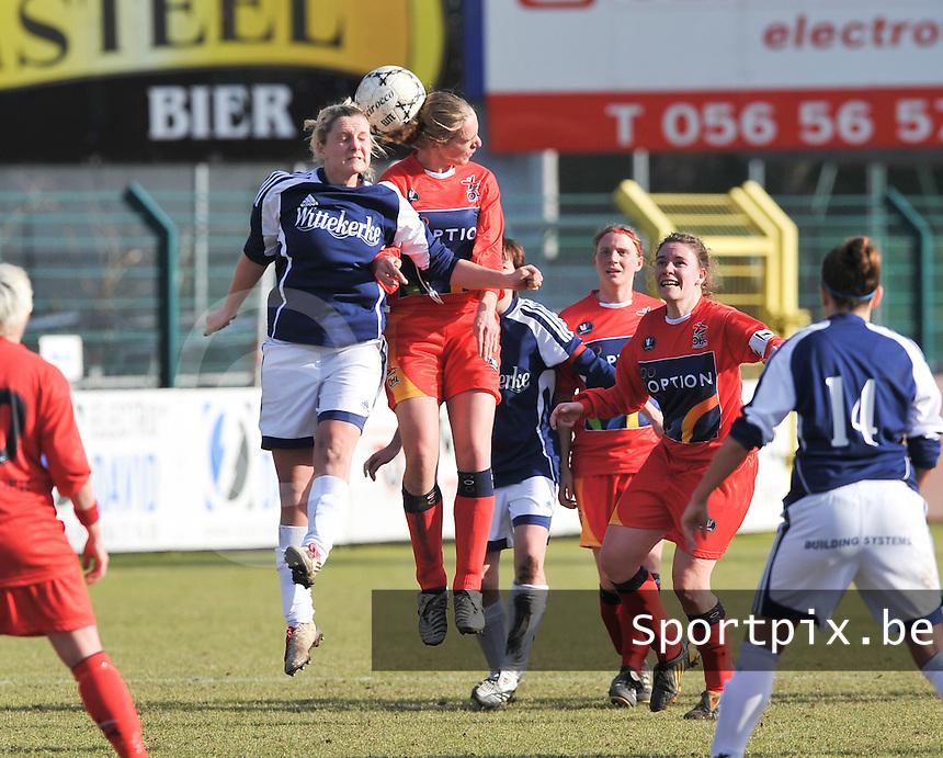 Rassing Harelbeke  - Oud Heverlee Leuven OHL : Davina Callens in duel met Els Alkemade.Foto David Catry / vrouwenteam.be / loft6.be
