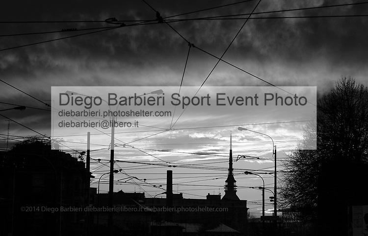 Torino 2013 - Cielo, nuvole e Mole sullo sfondo Le foto degli album B&W sono disponibili come stampe. Per preventivi mail a diebarbieri@libero.it