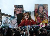 Napoli  Manifestazione contro le discariche illegali nella terra dei fuochi e per chiederne la bonifica <br /> nella foto <br /> <br /> <br /> People protest against the illegal dump discovered around Naples hinterland where a lot of people die due to toxic effects of waste burned