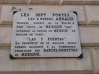Barcelonnette, comune dell'Alta Provenza centro di forte emigrazione verso il Messico. Targa in ricordo dei primi abitanti che emigrarono in Messico.<br /> Barcelonnette, town in Haute Provence, center of emigration to Mexico. Plaque in memory of the first residents who migrated to Mexico.
