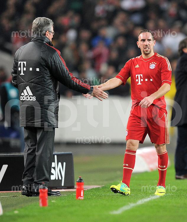 Fussball 1. Bundesliga:  Saison   2011/2012    16. Spieltag VfB Stuttgart - FC Bayern Muenchen  11.12.2011 Auswechslung von Franck Ribery von Trainer Jupp Heynckes  (FC Bayern Muenchen)