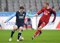 Fussball 2. Bundesliga:  Saison   2012/2013,    16. Spieltag  TSV 1860 Muenchen - SC Paderborn  27.11.2012 Moritz Volz (li, 1860 Muenchen) gegen Thomas Bertels (SC Paderborn 07)