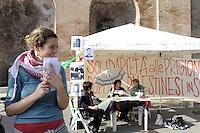 Roma, 7 Maggio 2012.Colosseo.La Rete Romana di Solidarietà con il Popolo Palestinese entra in  sciopero della fame in solidarietà con i prigionieri politici Palestinesi, come forma attiva di resistenza all'occupazione militare israeliana.
