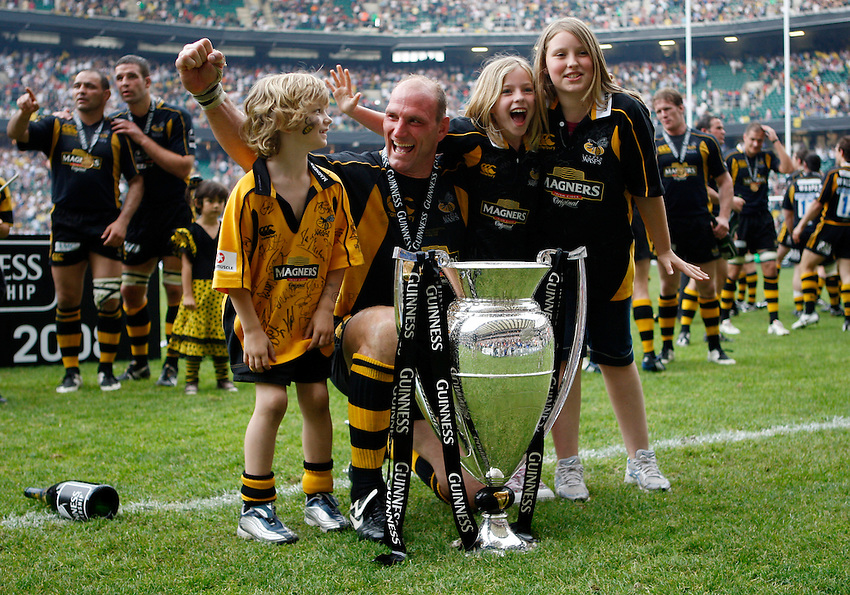Photo: Richard Lane/Richard Lane Photography. .Leicester Tigers v London Wasps. Guinness Premiership Final. 31/05/2008. Wasps' Lawrence Dallaglio celebratres victory with his children.