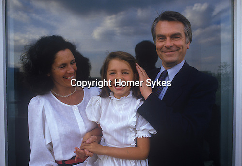 David Owen with daughter Lucy and wife Debbie. Politician 1980s England. In their Narrow Street Wapping east London apartment