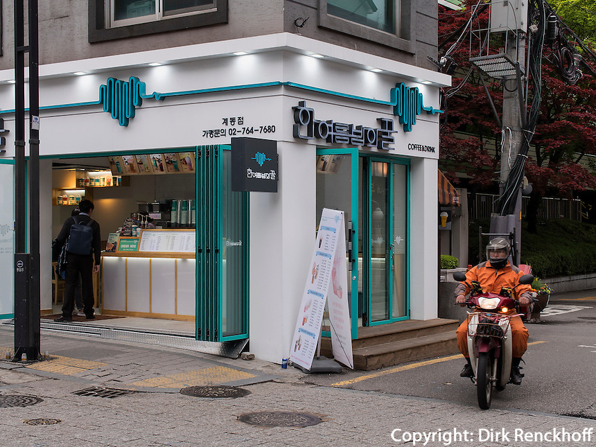 Caf&eacute; im Bukchon Hanok Village in  Seoul, S&uuml;dkorea, Asien<br /> Caf&eacute; in Bukchon Hanok Village in Seoul, South Korea, Asia