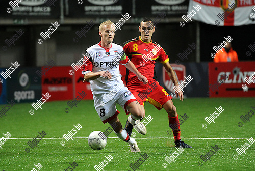 2014-01-04 / Voetbal / seizoen 2013-2014 / Football Battle Antwerpen / KBVB Futsal - OH Leuven / Karel Geraerts (OHL) met Wilson Pires de Carvalho<br /><br />Foto: Mpics.be