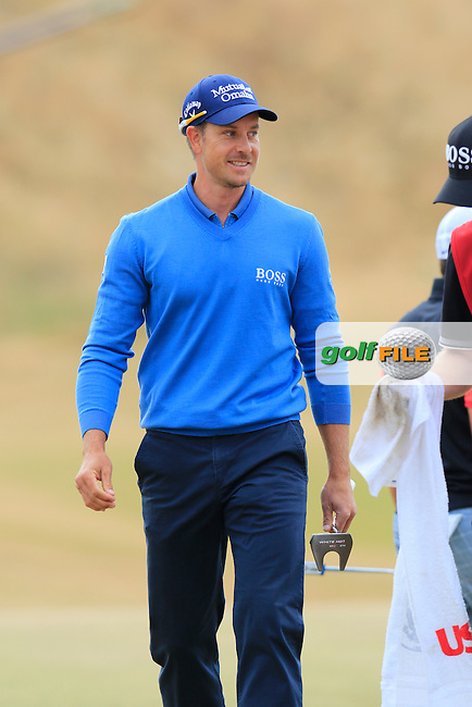Henrik STENSON (SWE) walks onto the 1st green during Thursday's Round 1 of the 2015 U.S. Open 115th National Championship held at Chambers Bay, Seattle, Washington, USA. 6/18/2015.<br /> Picture: Golffile | Eoin Clarke<br /> <br /> <br /> <br /> <br /> All photo usage must carry mandatory copyright credit (&copy; Golffile | Eoin Clarke)