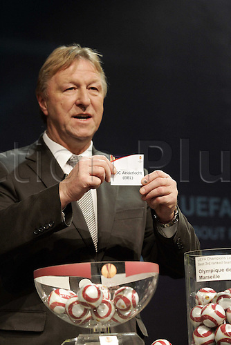 18 12 2009 UEFA Champions League Football Draw for the first knock-out leg matches 2009-10 season