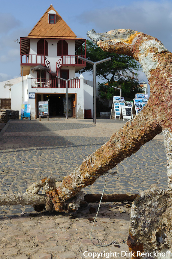 ehemaliges Wiegehaus für Salz, Strand von  Santa Maria, Sal, Kapverden, Afrika
