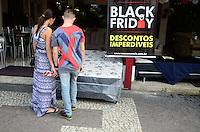 RIO DE JANEIRO,RJ, 27.11.2015 - BLACK-FRIDAY - Movimentação de consumidores em loja de Madureira região norte do Rio de Janeiro, nesta sexta-feira, 27. (Foto: Jorge Hely/Brazil Photo Press)