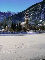 Pfarrkirche und See in Nassereith. Gurgltal in Tirol, Österreich, Europa<br /> parish church and lake in  Nassereith, , district Imst, Tyrol, Austria, Europe