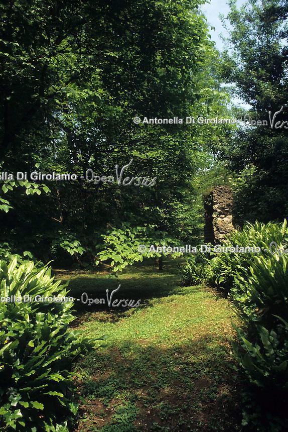 """Il Giardino di Ninfa si trova ai confini fra i territori comunali di Cisterna di Latina, Sermoneta e Norma..È dal 2000, un Monumento Naturale della Repubblica Italiana. Il Giardino che ospita esemplari di fauna e flora, raccolti in tutto il mondo, modellati secondo i principi del cosiddetto """"giardino all'inglese"""", sorge sulle rovine di un'antica città medievale..The Garden of Ninfa is located on the border between the municipalities of Cisterna di Latina, Sermoneta and Norma. .Since 2000 is Natural Monument of the Italian Republic. The Garden that houses samples of fauna and flora, collected all over the world, is modeled on the principles of """"garden"""", situated on the ruins of an ancient medieval city..."""