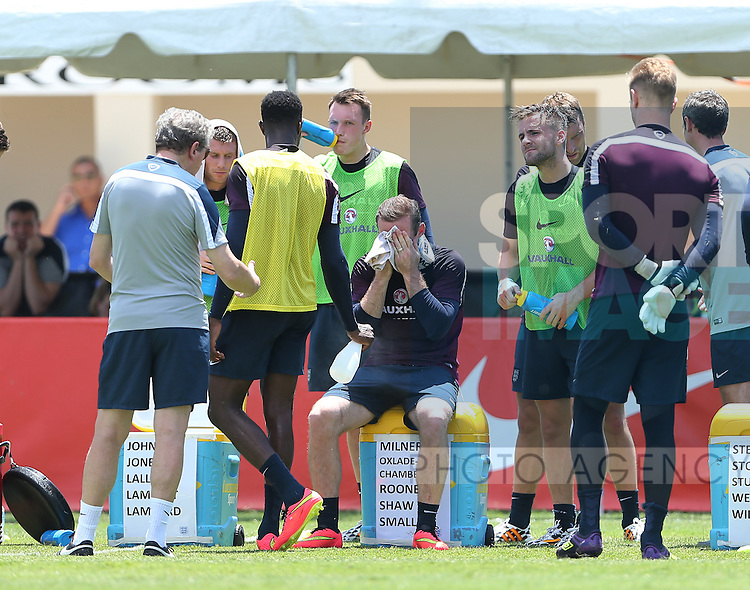 England's Wayne Rooney finds the going hot during training<br /> <br /> England Training &amp; Press Conference  - Barry University - Miami - USA - 06/06/2014  - Pic David Klein/Sportimage