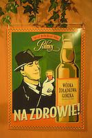 """Europe/Pologne/Lublin: Café """"Czarcia Lapa, """", Rynek 19 vieux café avec une ambiance à la Simenon - Vielle affiche de publicité pour de la Vodka"""